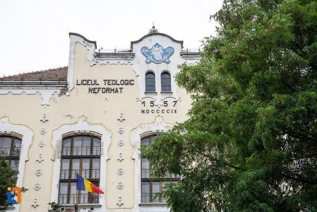 partea-de-sus-de-la-liceul-bolyai-farkas-cladirea-centrala-din-targu-mures-judetul-mures.jpg