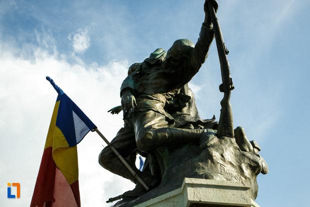 partea-de-sus-de-la-monumentul-eroilor-1916-1918-din-odobesti.jpg