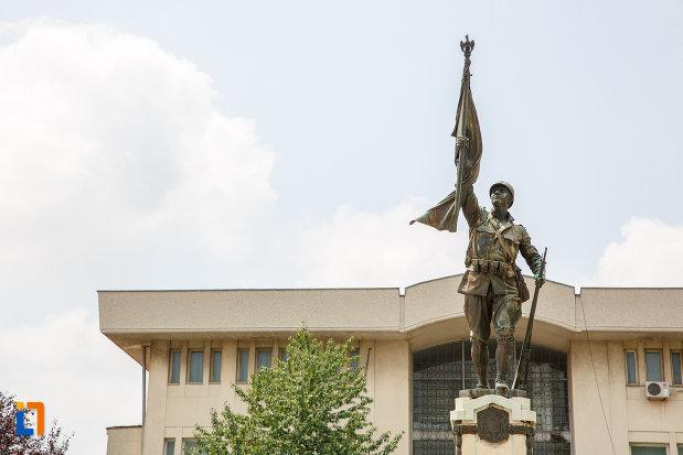 partea-de-sus-de-la-monumentul-eroilor-cazuti-in-primul-razboi-mondial-din-alexandria-judetul-teleorman.jpg