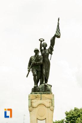 partea-de-sus-de-la-monumentul-eroilor-din-caracal-judetul-olt.jpg