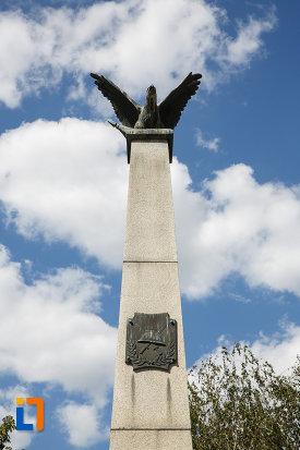 partea-de-sus-de-la-monumentul-eroilor-din-macin-judetul-tulcea.jpg
