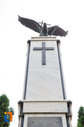 partea-de-sus-de-la-monumentul-eroilor-din-vatra-dornei-judetul-suceava.jpg