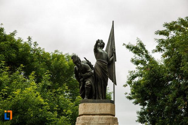 partea-de-sus-de-la-monumentul-independentei-din-focsani-judetul-vrancea.jpg