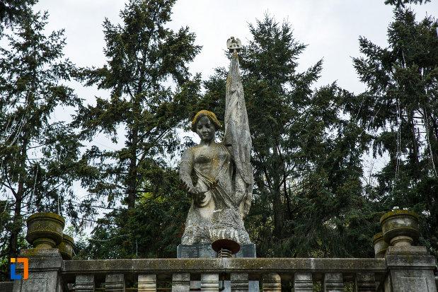 partea-de-sus-de-la-monumentul-independentei-din-ramnicu-valcea-judetul-valcea.jpg