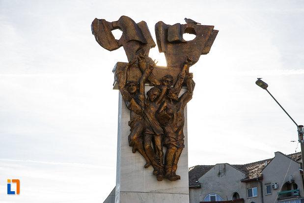 partea-de-sus-de-la-monumentul-revolutionarilor-din-orastie-judetul-hunedoara.jpg