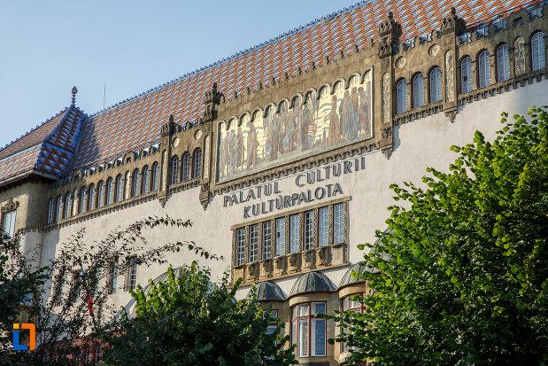 partea-de-sus-de-la-palatul-culturii-filarmonica-biblioteca-si-muzeul-de-arta-din-targu-mures-judetul-mures.jpg