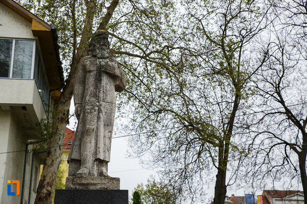 partea-de-sus-de-la-statuia-lui-eftimie-murgu-din-lugoj-judetul-timis.jpg