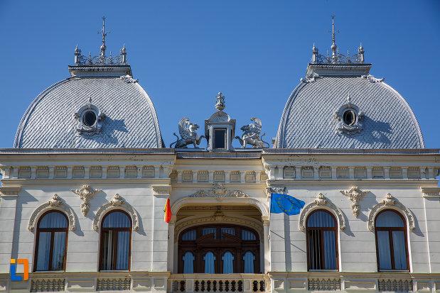 partea-de-sus-de-la-vila-stefanescu-casa-cu-grifoni-azi-primaria-din-campina-judetul-prahova.jpg
