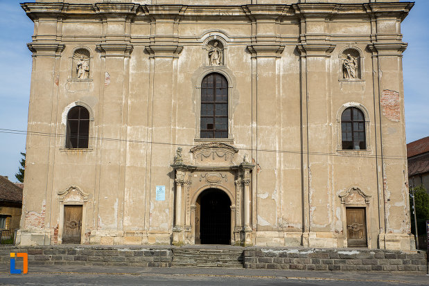 partea-din-fata-de-la-biserica-armeano-catolica-sf-elisabeta-din-dumbraveni-judetul-sibiu.jpg