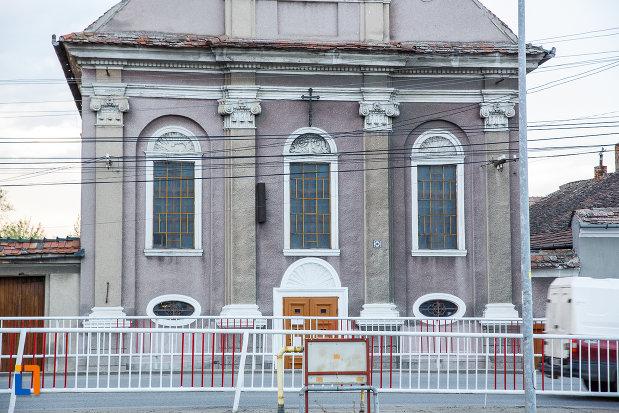 partea-din-fata-de-la-biserica-invierea-domnului-1819-din-sebes-judetul-alba.jpg