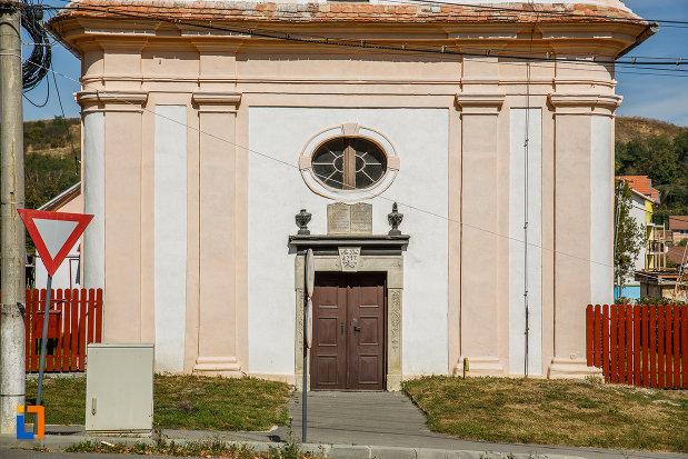 partea-din-fata-de-la-biserica-romano-catolica-1800-din-ocna-sibiului-judetul-sibiu.jpg
