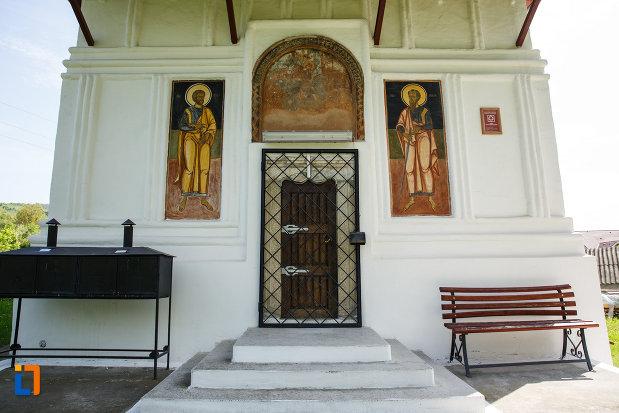 partea-din-fata-de-la-biserica-sf-gheorghe-domnesc-1677-din-ocnele-mari-judetul-valcea.jpg