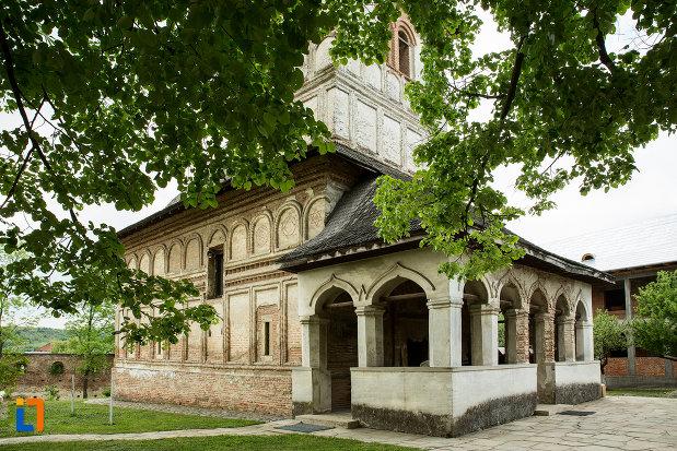 partea-din-fata-de-la-manastirea-strehaia-judetul-mehedinti.jpg