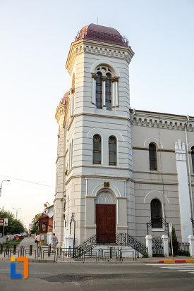 partea-din-fata-de-la-templul-evreiesc-1879-din-radauti-judetul-suceava.jpg
