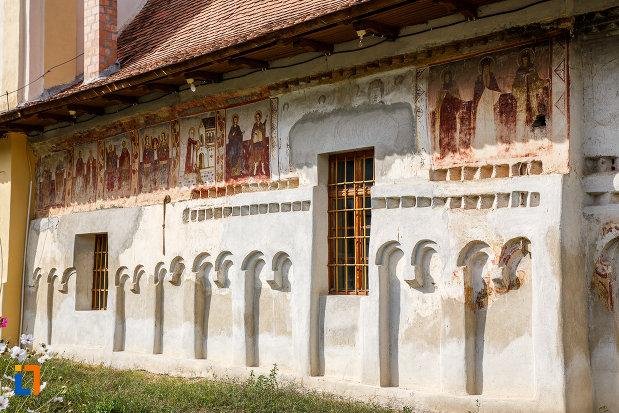 partea-din-latereral-de-la-biserica-din-grui-nasterea-sf-ioan-botezatorul-1742-din-saliste-judetul-sibiu.jpg