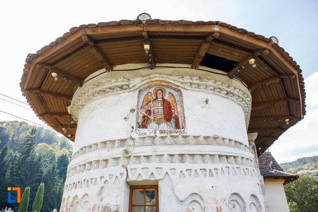 partea-din-spate-de-la-biserica-din-grui-nasterea-sf-ioan-botezatorul-1742-din-saliste-judetul-sibiu.jpg