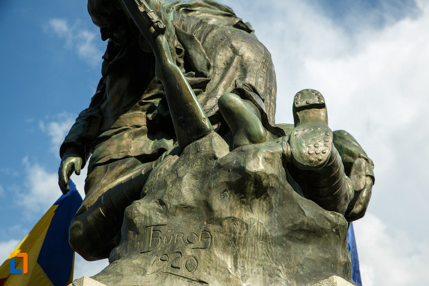 partea-din-spate-de-la-monumentul-eroilor-1916-1918-din-odobesti.jpg