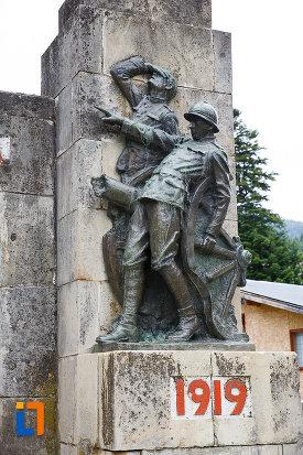 partea-dreapta-de-la-monumentul-eroilor-din-azuga-judetul-prahova.jpg