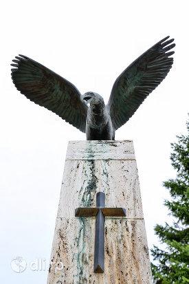 partea-superioara-a-monumentului-eroilor-din-santau-judetul-satu-mare.jpg