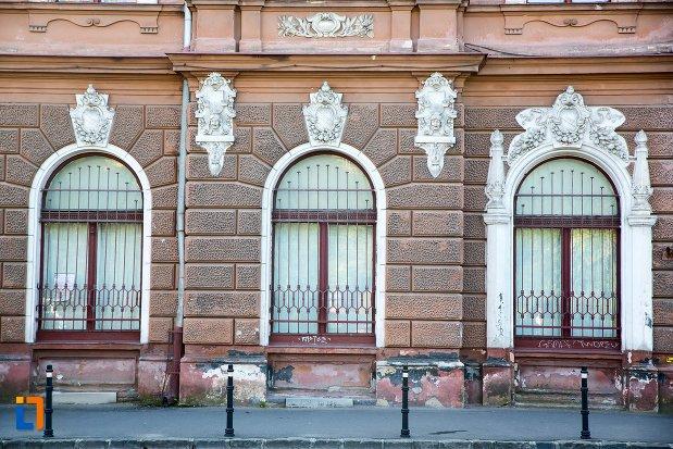 parterul-de-la-muzeul-de-arta-si-muzeul-de-etnografie-din-brasov-judetul-brasov.jpg