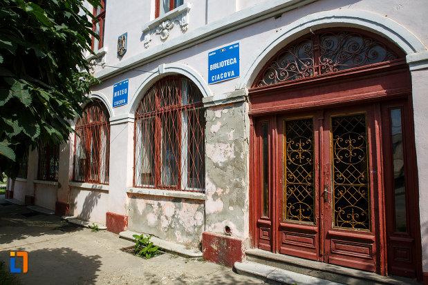 parterul-de-la-muzeul-de-etnografie-si-arta-populara-din-ciacova-judetul-timis.jpg