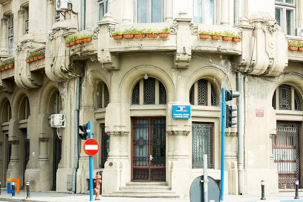 parterul-de-la-palatul-administrativ-prefectura-consiliul-judetean-din-craiova-judetul-dolj.jpg