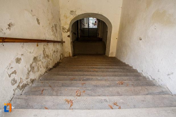 pasaj-de-la-primaria-veche-si-scara-acoperita-1616-din-medias-judetul-sibiu.jpg