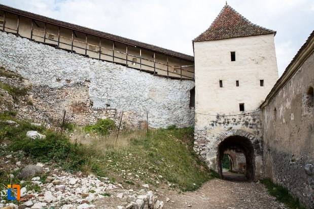 pasaj-prin-bastion-cetatea-rasnov-judetul-brasov.jpg
