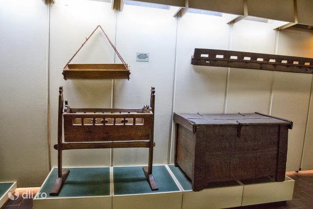 patut-pentru-copii-muzeul-etnografic-al-maramuresului-din-sighetu-marmatiei-judetul-maramures.jpg
