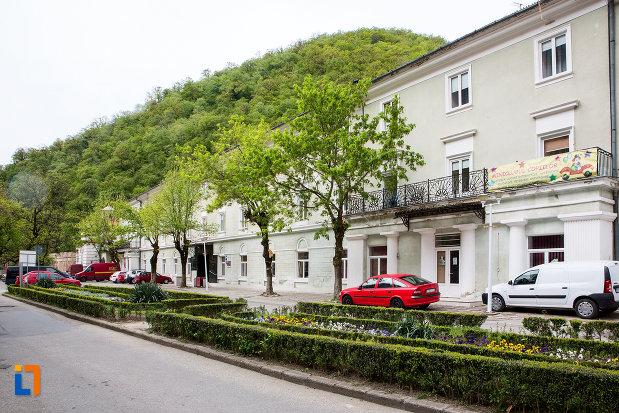 pavilionul-7-hotel-ferdinand-din-baile-herculane-judetul-caras-severin.jpg