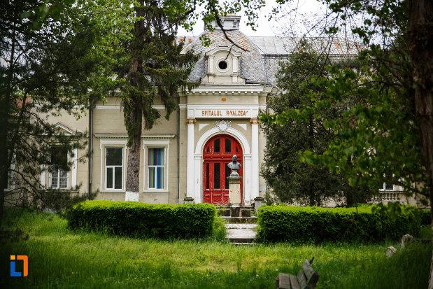 pavilionul-central-al-spitalului-din-ramnicu-valcea-judetul-valcea.jpg