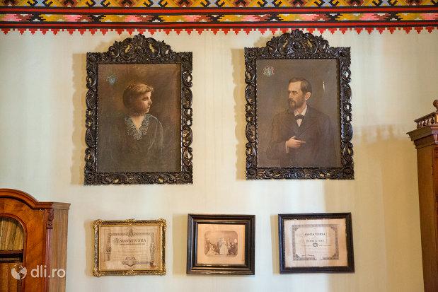 perete-comemorativ-din-casa-mihalyi-de-apsa-din-sighetu-marmatiei-judetul-maramures.jpg