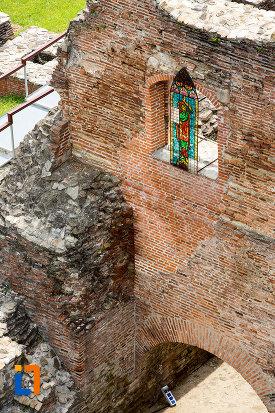 perete-de-la-palatul-domnesc-ruine-palatul-petru-cercel-din-targoviste-judetul-dambovita.jpg