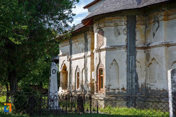perete-lateral-de-la-biserica-galbena-sf-dimitrie-sf-nicolae-1761-din-urlati-judetul-prahova.jpg