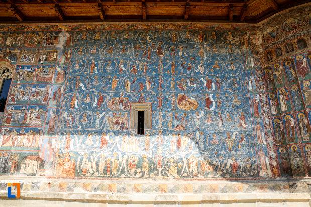perete-pictat-de-la-manastirea-voronet-judetul-suceava.jpg