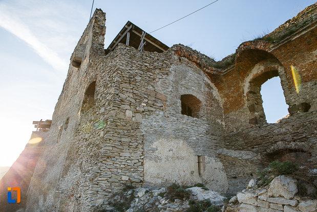 perete-si-bastion-de-la-cetatea-din-deva-judetul-hunedoara.jpg