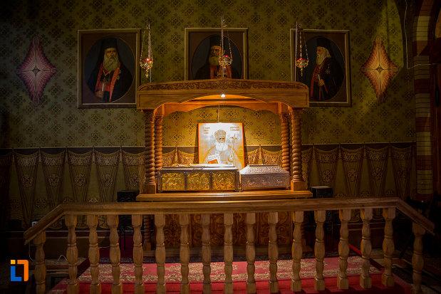 personalitati-ale-bisericii-ortodoxe-catedrala-mitropolitana-sf-treime-din-sibiu-judetul-sibiu.jpg