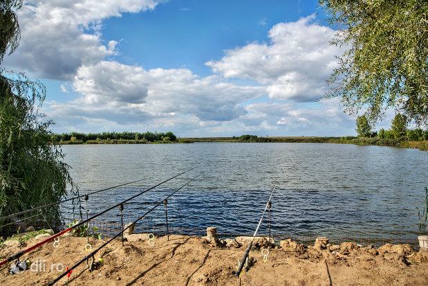 pescuit-la-lacul-ianculesti-judetul-satu-mare.jpg