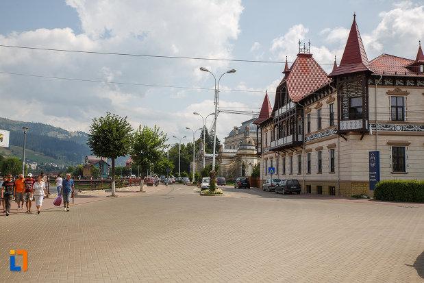 piata-centrala-cu-hotelul-carol-fosta-vila-1-1896-din-vatra-dornei-judetul-suceava.jpg