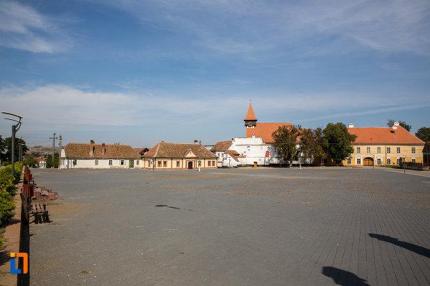 piata-centrala-cu-orasul-miercurea-sibiului-judetul-sibiu.jpg