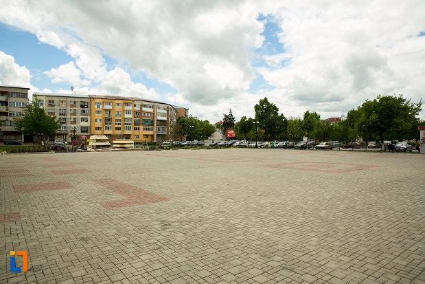piata-centrala-din-orasul-caracal-judetul-olt.jpg
