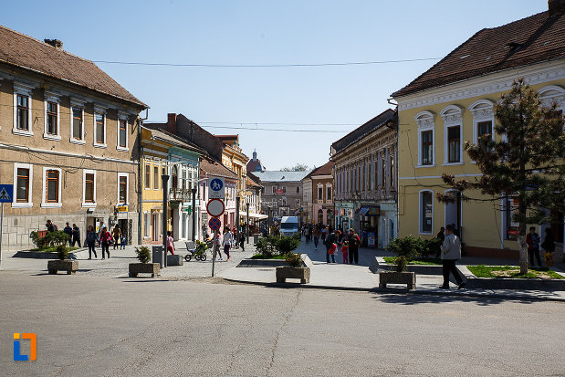 piata-centrala-si-ansamblul-urban-str-nicolae-balcescu-din-orastie-judetul-hunedoara.jpg