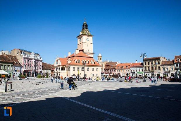 piata-cu-muzeul-judetean-de-istoria-din-brasov-judetul-brasov.jpg