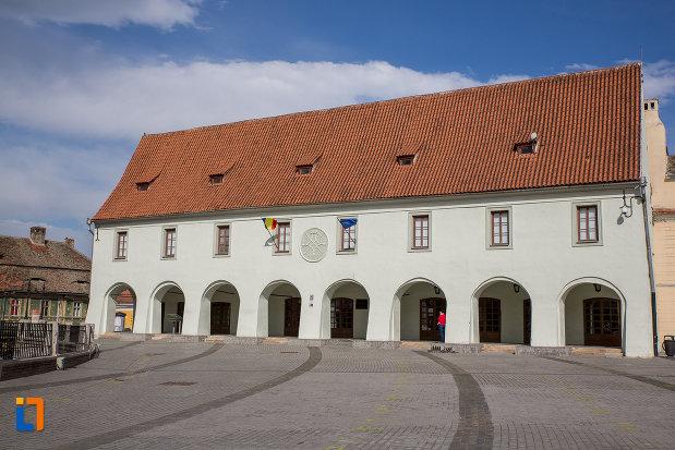 piata-mica-cu-muzeul-de-etnografie-si-arta-populara-saseasca-din-sibiu-judetul-sibiu.jpg