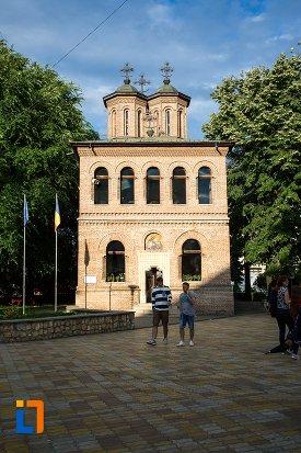 piata-si-catedrala-sf-gheorghe-din-pitesti-judetul-arges.jpg