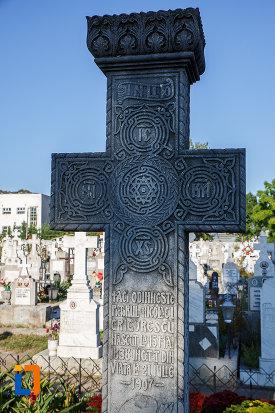 piatra-funerara-de-la-mormantul-pictorului-nicolae-grigorescu-din-campina-judetul-prahova.jpg