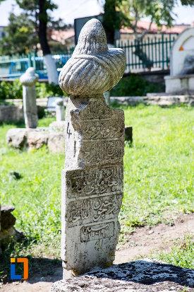 piatra-funerara-de-la-moscheea-esmahan-sultan-din-mangalia-judetul-constanta.jpg