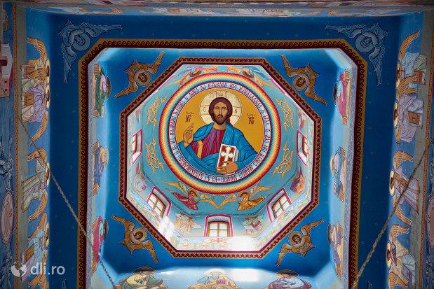 pictura-cu-mantuitorul-turnuri-de-la-biserica-ortodoxa-nasterea-maicii-domnului-din-cavnic-judetul-maramures.jpg