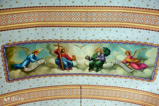 pictura-cu-sfinti-in-biserica-ortodoxa-din-piscolt-judetul-satu-mare.jpg