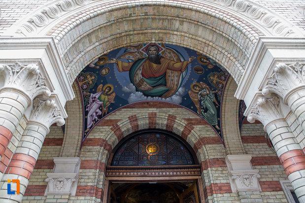 pictura-de-la-intrare-catedrala-mitropolitana-sf-treime-din-sibiu-judetul-sibiu.jpg